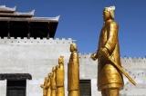 Sau khi lên ngôi, vì sao Tần Thủy Hoàng phải đúc 12 tượng người bằng đồng?