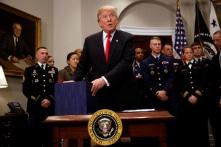 Ông Trump ký luật cho phép tàu chiến Mỹ tới Đài Loan, Trung Quốc tức giận