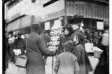 17 bức ảnh về không khí mua sắm Giáng sinh của người New York 100 năm trước