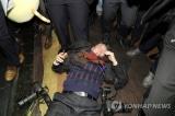 Nhà báo tháp tùng Tổng thống Moon bị an ninh Trung Quốc hành hung (video)