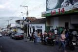 Venezuela: Cướp bóc tràn lan, các chủ cửa hàng phải mua súng để tự vệ