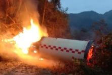 Trung Quốc: Bộ đẩy tên lửa rơi và nổ ngay cạnh khu dân cư (video)