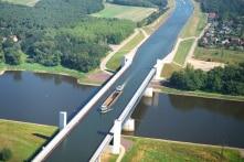 Khung cảnh ngoạn mục của 3 cây cầu nước lớn nhất thế giới (video)