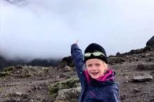Cô bé 7 tuổi chinh phục đỉnh Kilimanjaro để được 'gần cha' trên thiên đường