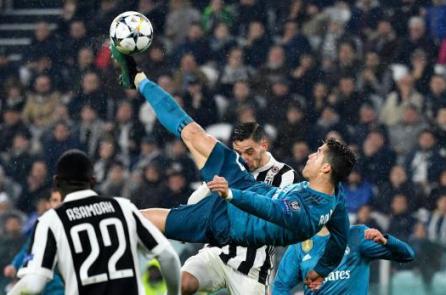 Cú ngả người bắt vô lê của Cristiano Ronaldo là một kỳ tích vật lý
