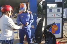 Giá xăng đồng loạt tăng 300 đồng lên mức 21.470 đồng/lít