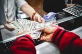 Giá USD tự do tăng cao nhất từ trước đến nay lên 23.350 đồng