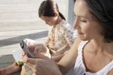 Cha mẹ cũng cần xem lại thời gian dùng smartphone bên cạnh con