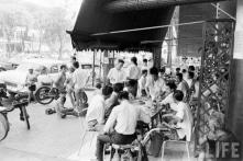 Sài Gòn, cà phê và nhạc sến