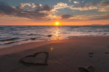 Thời gian xoá nhoà tất cả, chỉ còn tình yêu mãi trường tồn
