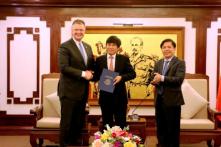 Đại sứ Mỹ trao chứng chỉ giám sát an toàn cho hàng không Việt Nam