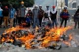 Người dân Venezuela biểu tình giận giữ vì thiếu điện, nước