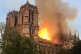 Nhà thờ Đức Bà Paris bị cháy lớn