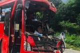 Hoà Bình: Xe tải chở sắt vụn va chạm xe khách, hơn 40 người thương vong