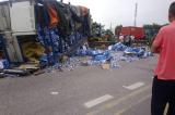 Ít nhất 6 người chết do bị xe tải lật đè khi đứng xem hiện trường TNGT