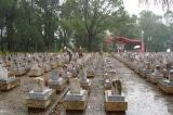 Hà Tĩnh chi gần 5 tỉ, Ninh Bình chi gần 9 tỉ mua bánh kẹo thờ cúng Liệt sỹ