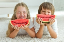 Lợi ích tuyệt vời của dưa hấu và cách chọn dưa ngon cho gia đình