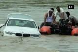 Không vừa ý món quà cha tặng, con trai vứt xe BMW xuống sông