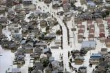 Chính phủ Nhật Bản điều động hàng chục nghìn lính giúp dân chống bão lũ
