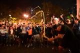 Bầu cử Hồng Kông: Phe dân chủ thắng lớn, người dân mở sâm panh ăn mừng