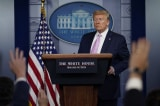 Trump-noi-ong-se-trao-quyen-go-lenh-phong-toa-cho-cac-thong-doc