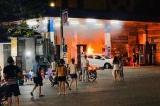Hà Nội: Cây xăng bốc cháy ngùn ngụt sau khi tài xế lùi trúng cột bơm xăng