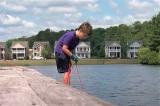 Cậu bé 6 tuổi câu được… két sắt
