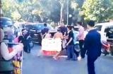 Dân phải 'khỏa thân' giữa đường kêu oan trước đoàn xe của ĐBQH