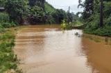 Lào Cai: Mưa lớn làm giao thông tê liệt, hồ chứa 60.000m3 bị sạt lở chân đập