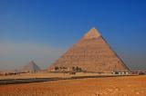 Đôi vợ chồng người Nga tự xây kim tự tháp cao 9m sau vườn