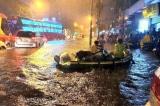 Người Sài Gòn lại chật vật trong cơn ngập lớn nhất từ đầu năm